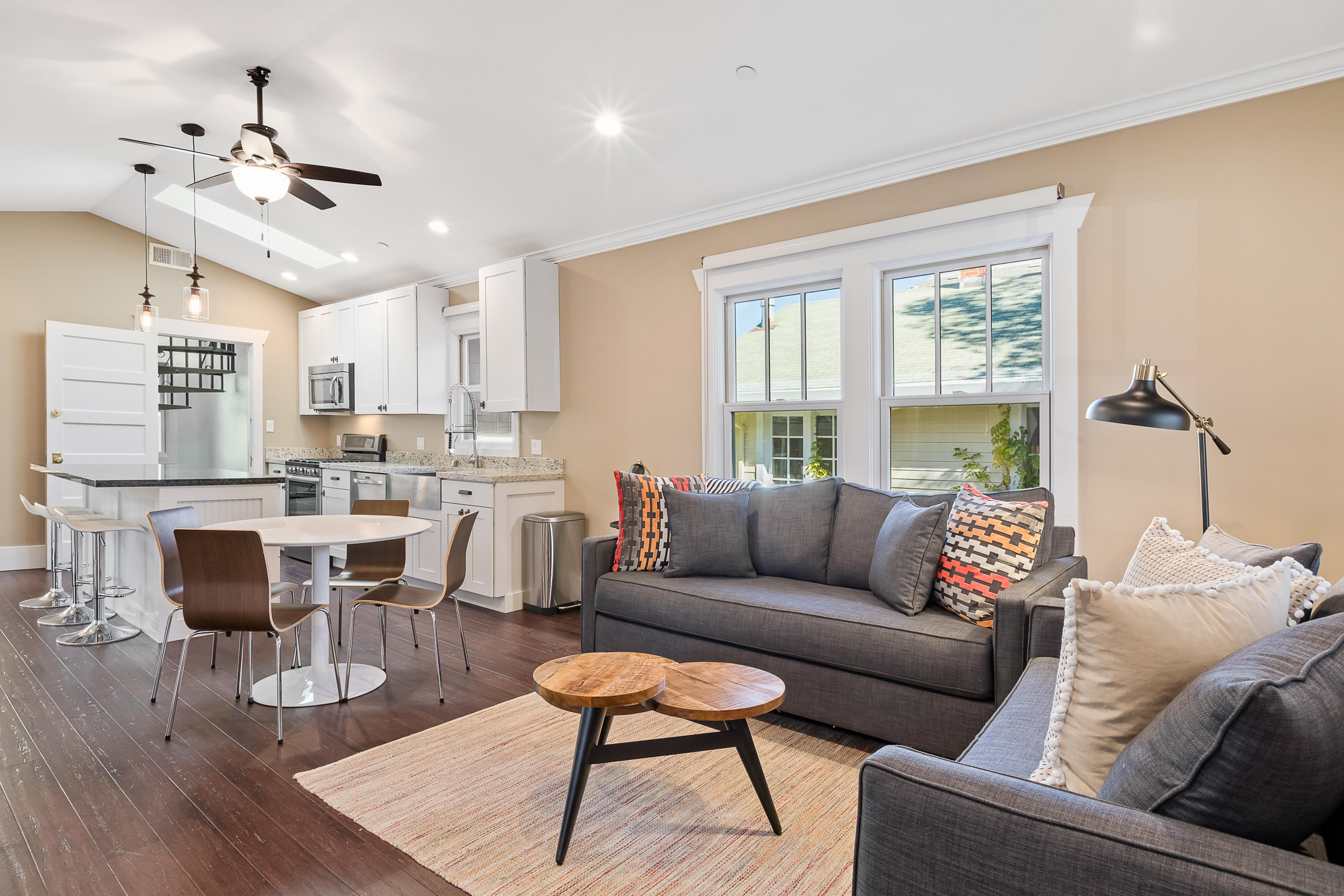 Petaluma CA Vacation Rental Open-concept living room