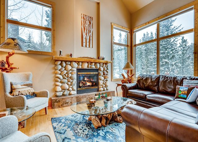 Upscale 3BR/3.5BA w/ Hot Tub - 3 Miles to Skiing
