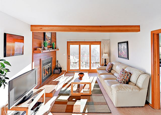Silverthorne CO Vacation Rental The light-filled living