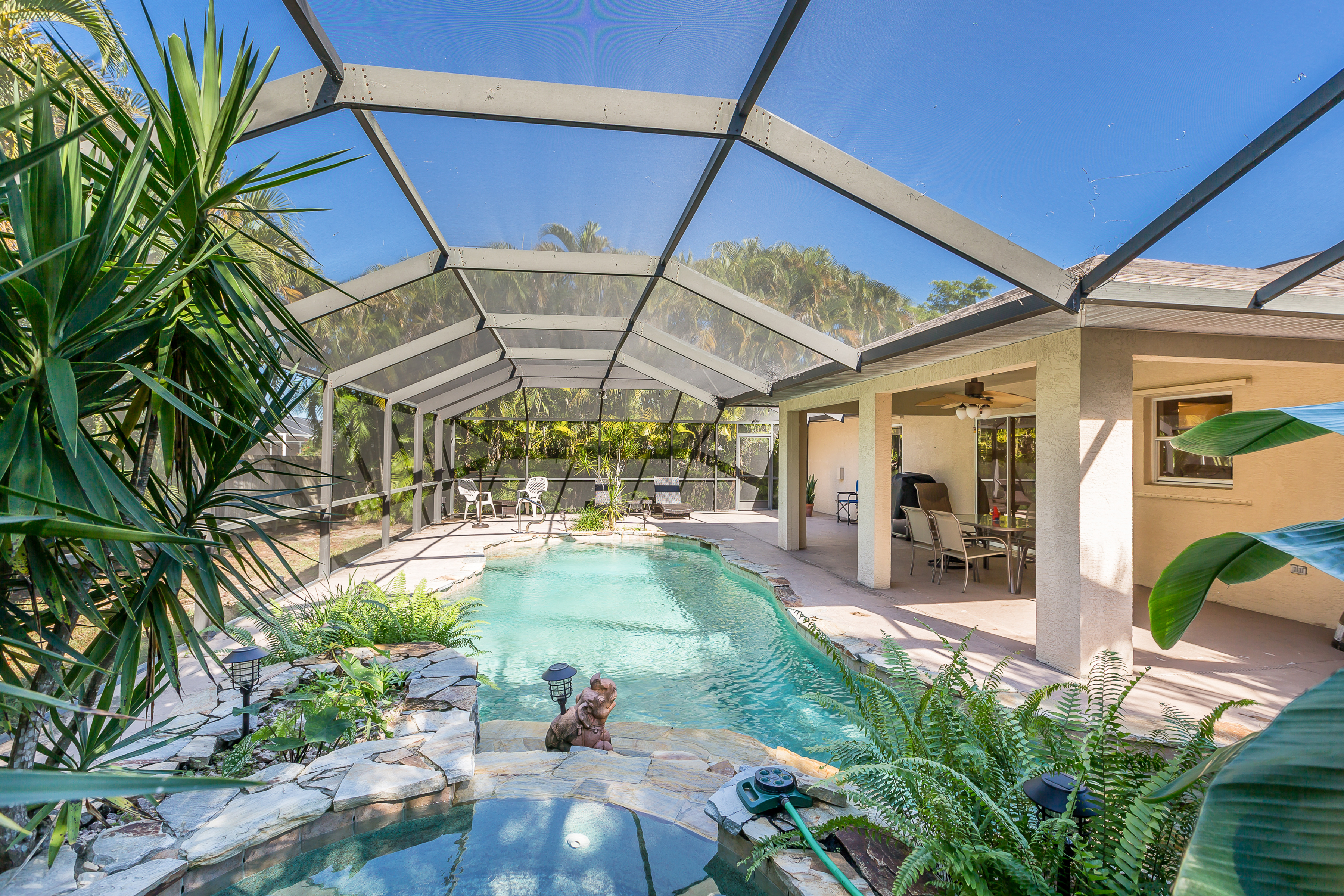 Cape Coral FL Vacation Rental Unwind in your