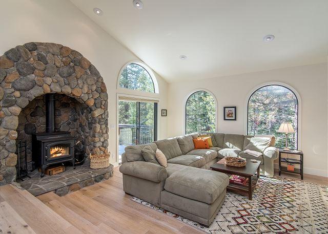 Truckee CA Vacation Rental Inviting living room