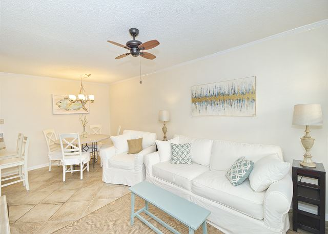 Gulf Shores AL Vacation Rental Open-concept living room