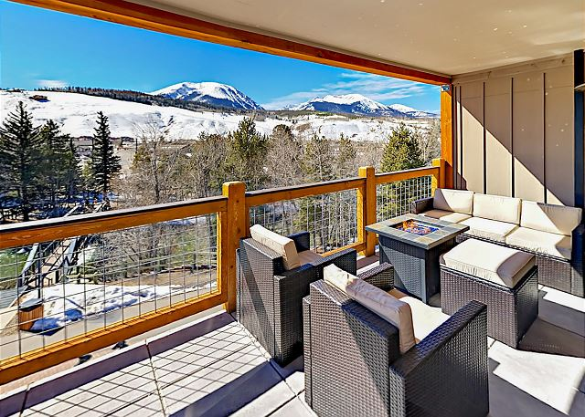Luxe 3BR Penthouse w/ Rooftop Deck & Epic View