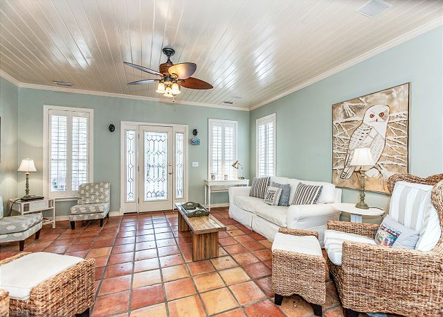 Santa Rosa Beach FL Vacation Rental Bright living room