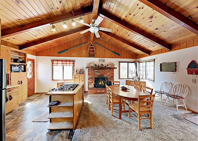 Big Bear Lake CA Vacation Rental Welcome! Wood beams
