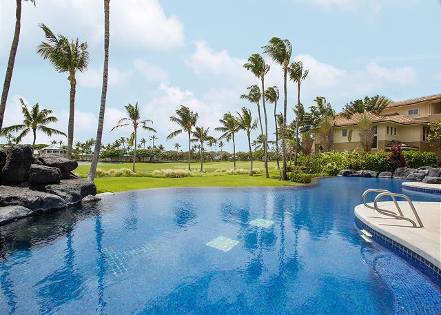 Luxe 2BR/2BA - Infinity Pool & Spa - 1 Mile to Bay