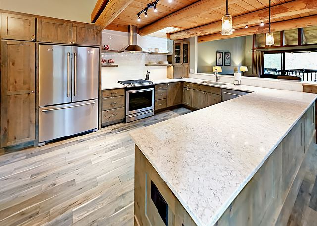 Sunriver OR Vacation Rental The kitchen includes