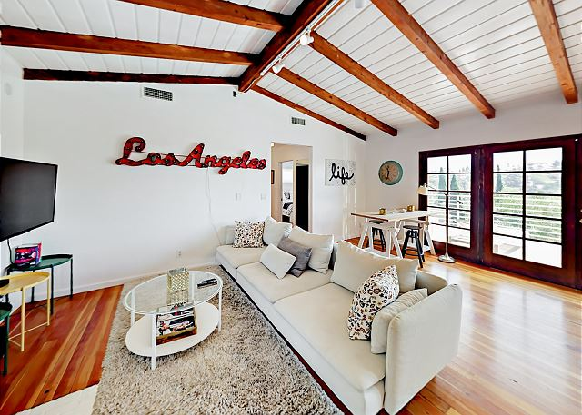 Los Angeles CA Vacation Rental The comfy living
