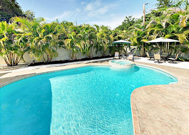 Sarasota FL Vacation Rental Sparkling pool and