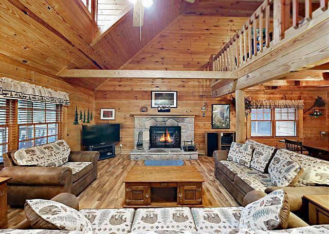 Gatlinburg TN Vacation Rental Living room with