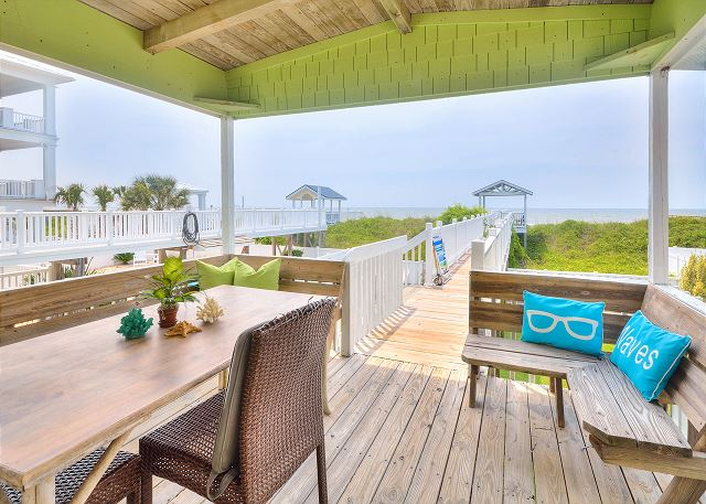 Ocean Isle Beach NC Vacation Rental Deck with table