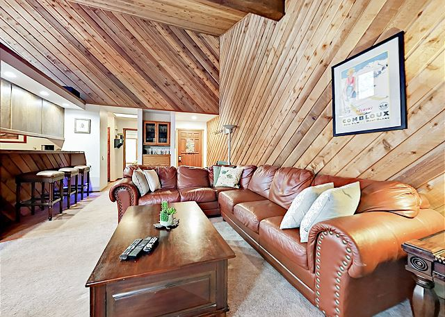 Mammoth Lakes CA Vacation Rental A queen-size sleeper