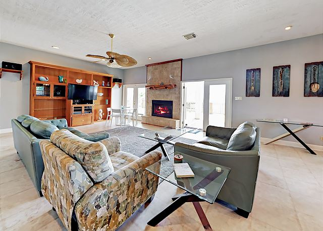 Crystal Beach TX Vacation Rental Welcome! This contemporary