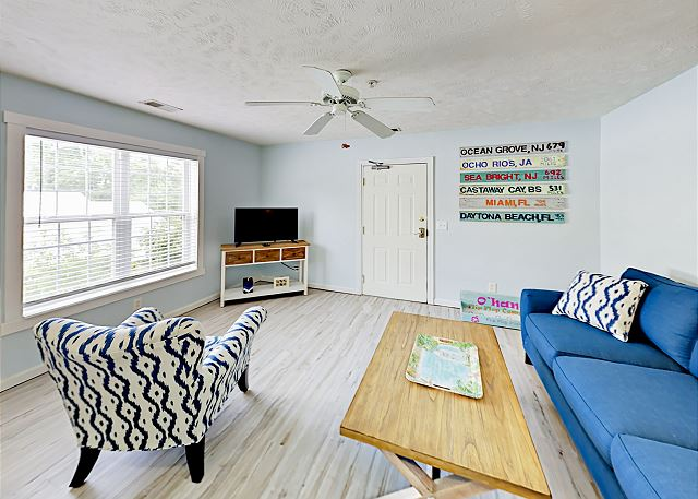 Myrtle Beach SC Vacation Rental Living room with