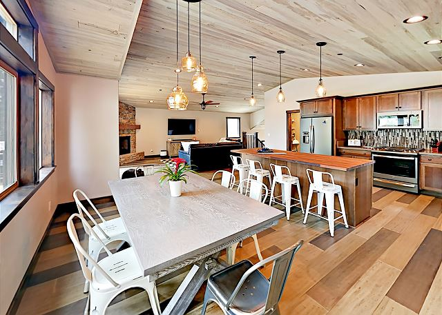 South Lake Tahoe CA Vacation Rental Set the 6-person