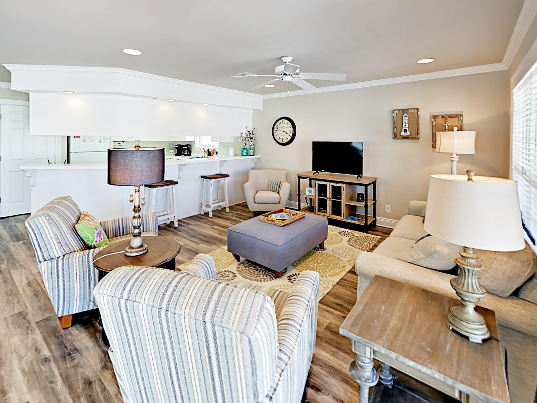Gulf Shores AL Vacation Rental Coastal-chic living area