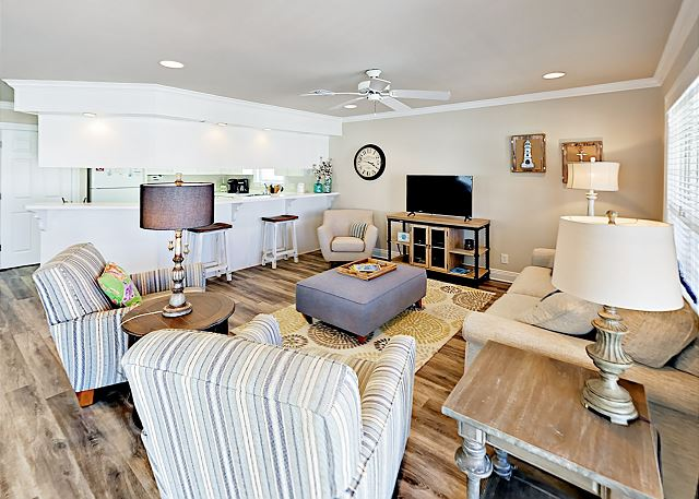 Gulf Shores AL Vacation Rental Coastal-chic living area
