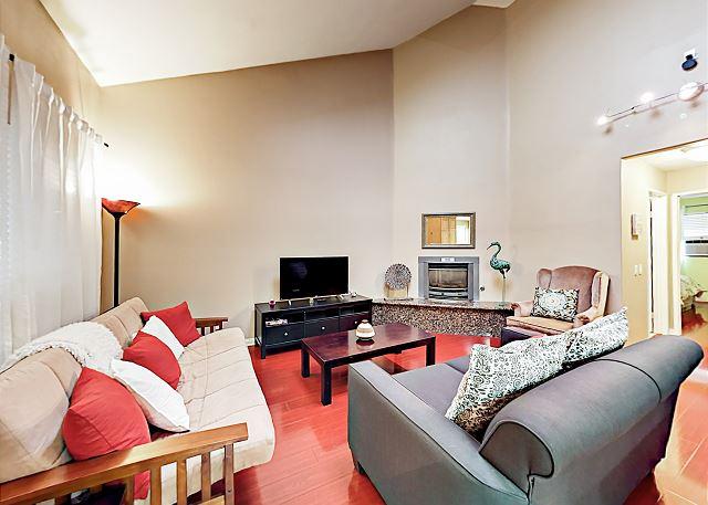 Long Beach CA Vacation Rental A comfy futon