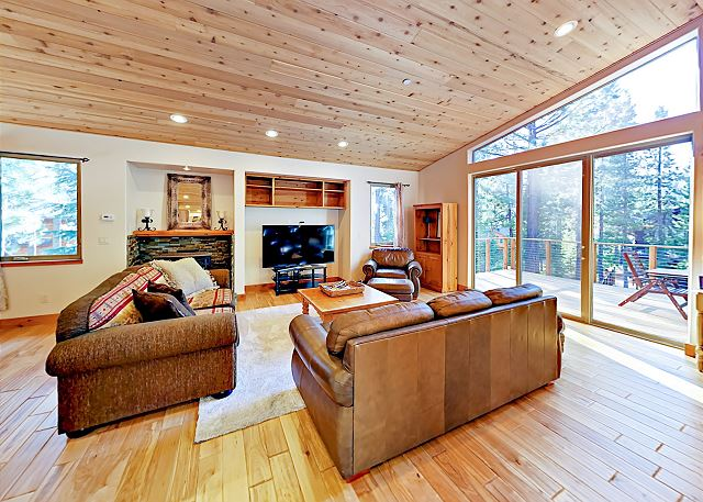 South Lake Tahoe CA Vacation Rental Gorgeous main-floor living
