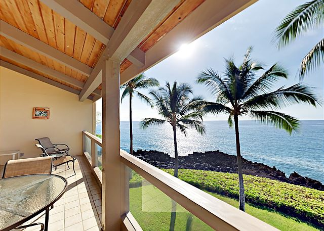 Unobstructed Oceanfront! 2BR + Loft w/ Lanai, Pool