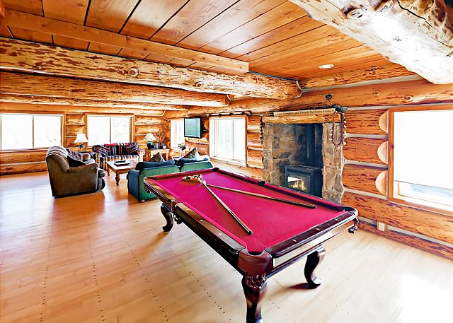 Huge 6BR w/ Hot Tub & Views - Near Ski Resorts