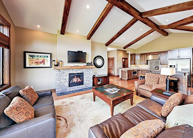 Bend OR Vacation Rental Vaulted ceilings and