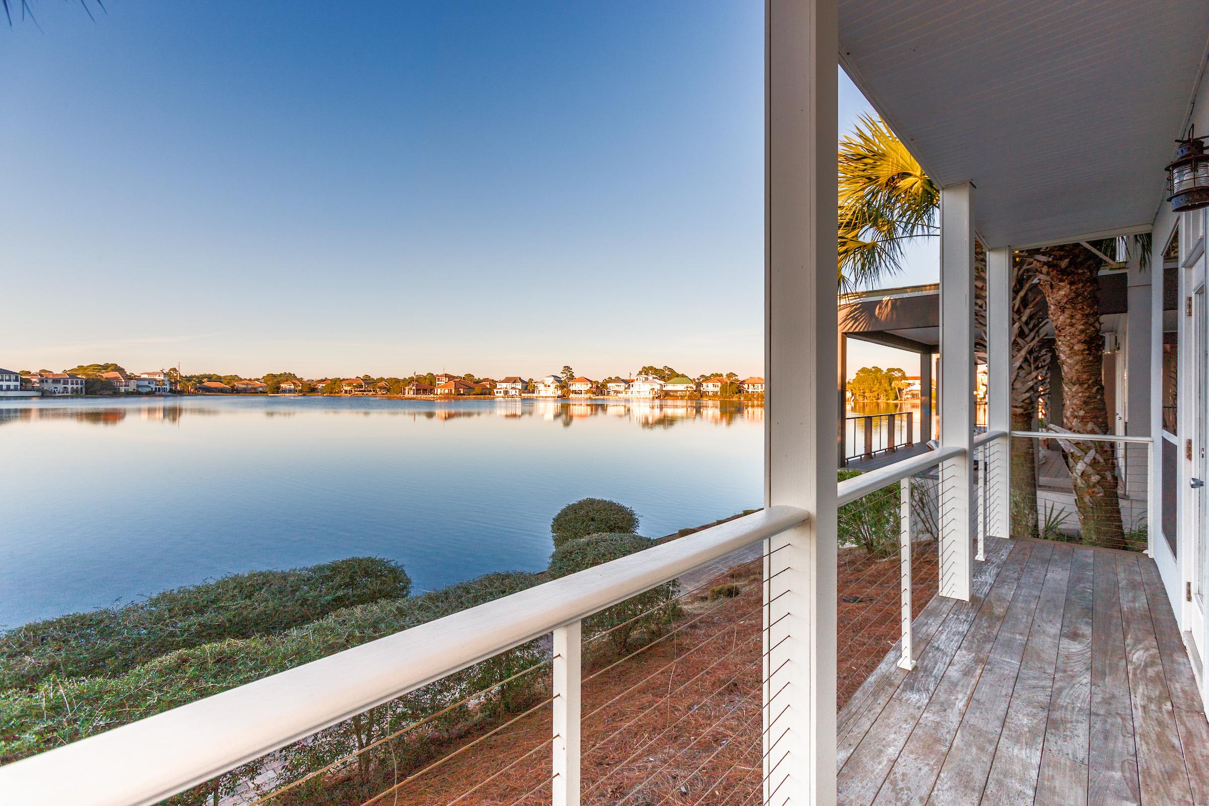 Destin FL Vacation Rental On the main-level,