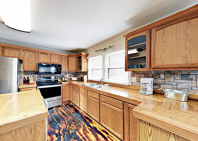 Barnardsville NC Vacation Rental The kitchen offers