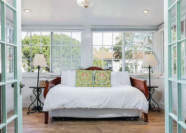 Santa Barbara CA Vacation Rental A twin daybed