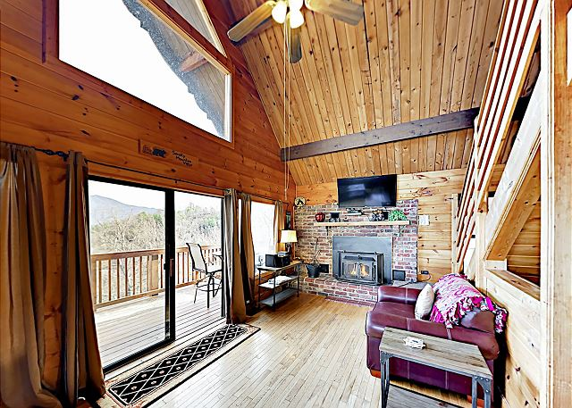 Chalet Cabin w/ Epic Mountain Views & Hot Tub | TurnKey