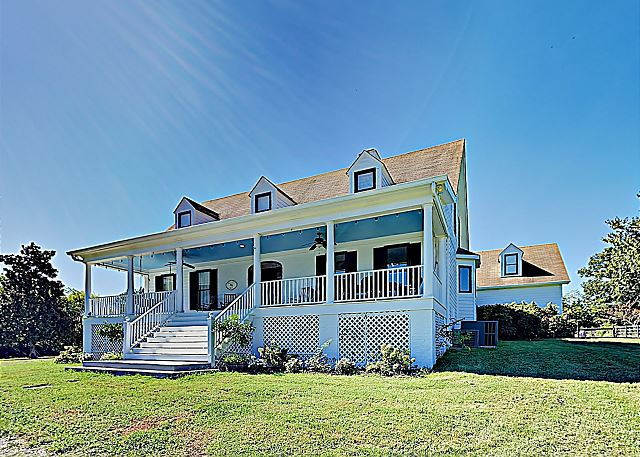 Spacious Home on 10 Acres, Close to Leiper's Fork