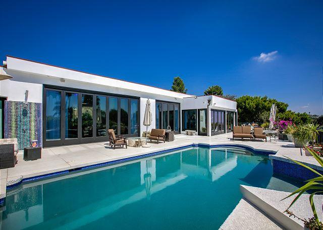 New Listing! Posh Beverly Hills Villa, Pool & View