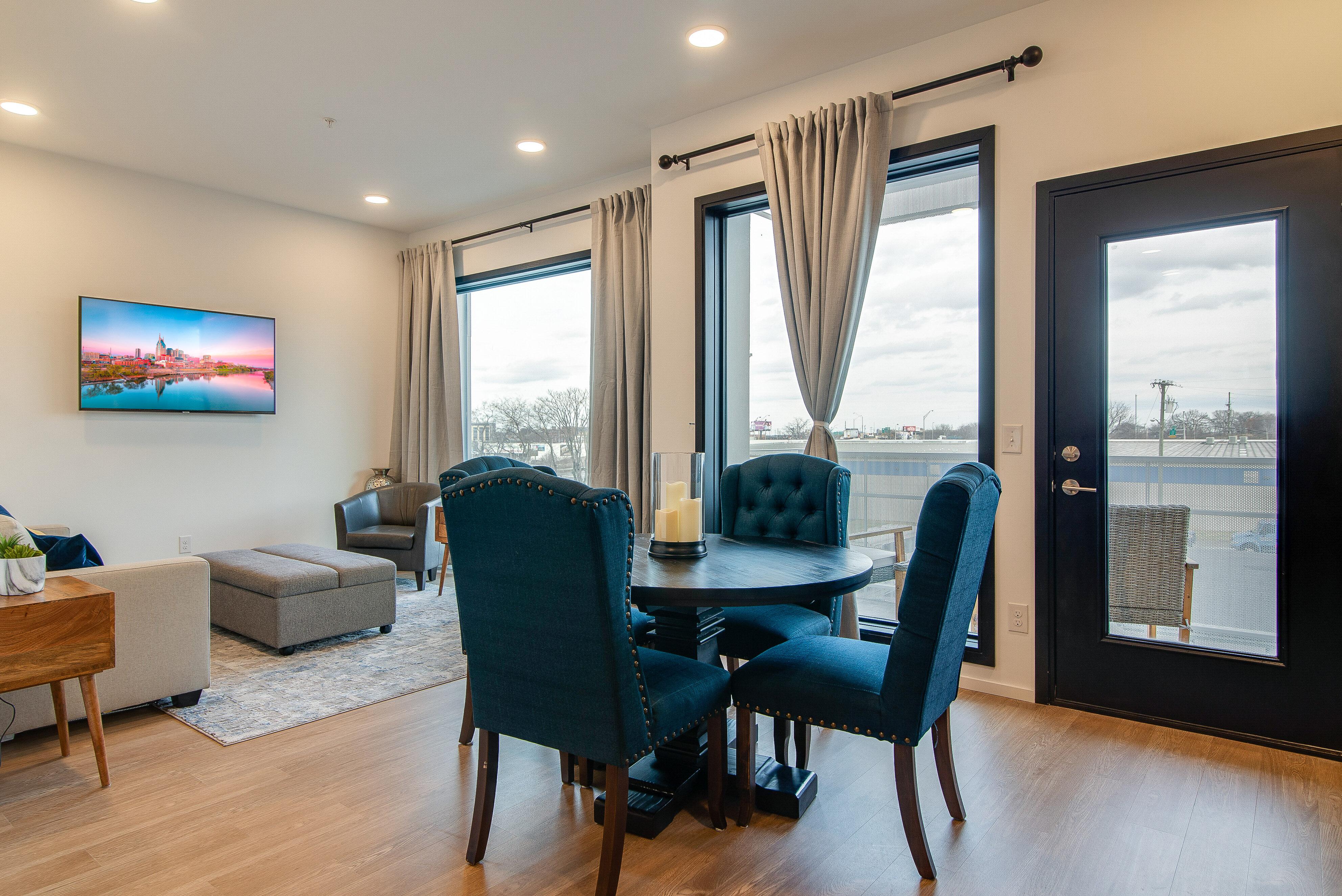 Nashville TN Vacation Rental Large windows invite