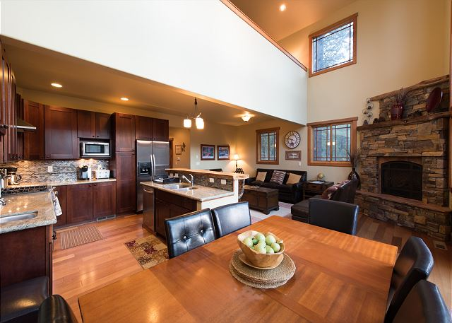Dining area  to the living room
