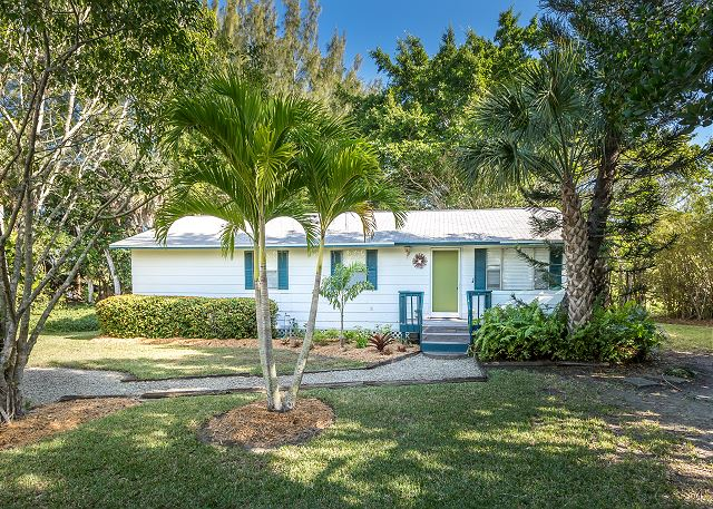 cottage blue sanibel on beach florida rentals the friendly dolphin resort island cottages pet