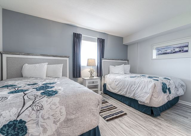 2nd BR with Queen Beds