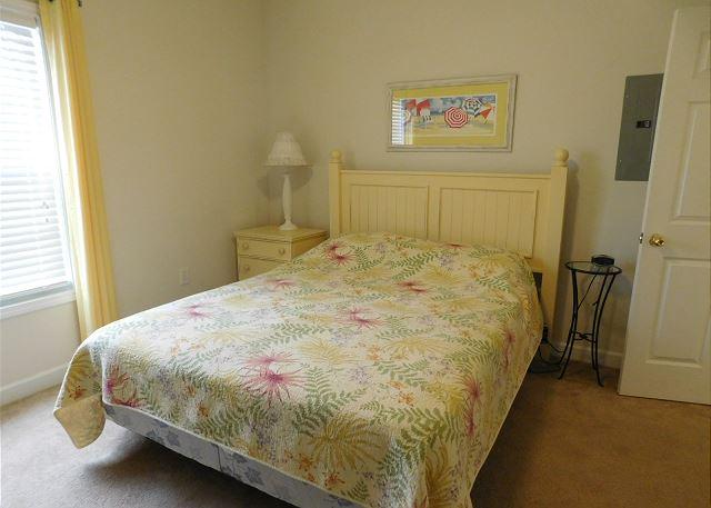 Queen Bed in 3rd BR