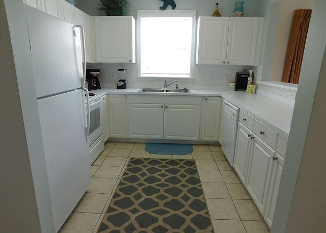 Bright Kitchen in Ironwood 221