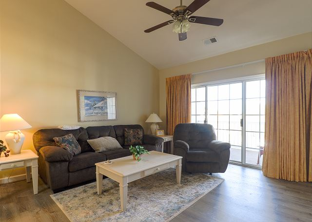 Living Room at IW 833