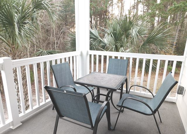 Screened in Balcony with table and chairs