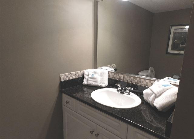 Bedroom #3 Ensuite Bathroom with Tub/Shower Combo