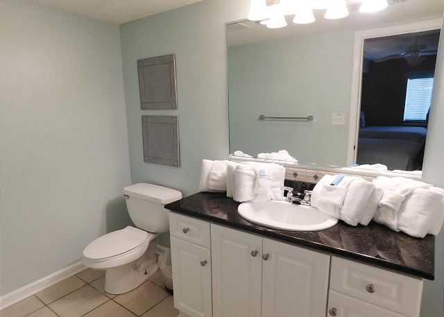 Bedroom #4 Ensuite Bathroom with Tub/Shower Combo