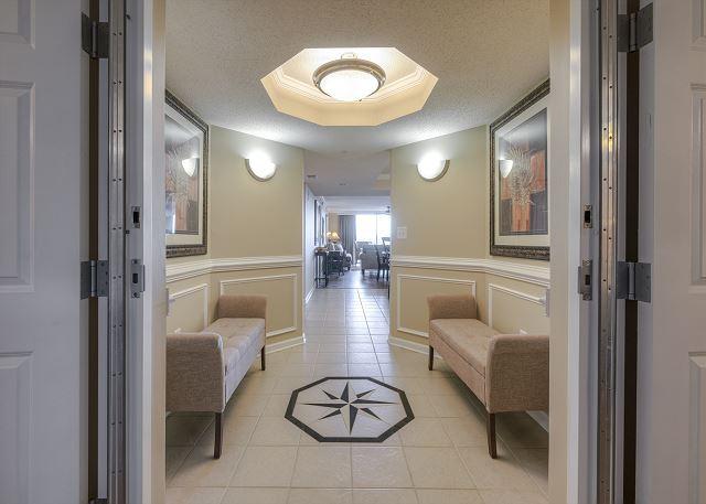 Yacht Club 1-503 Foyer