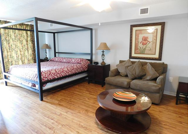 King Bed with Sitting Area
