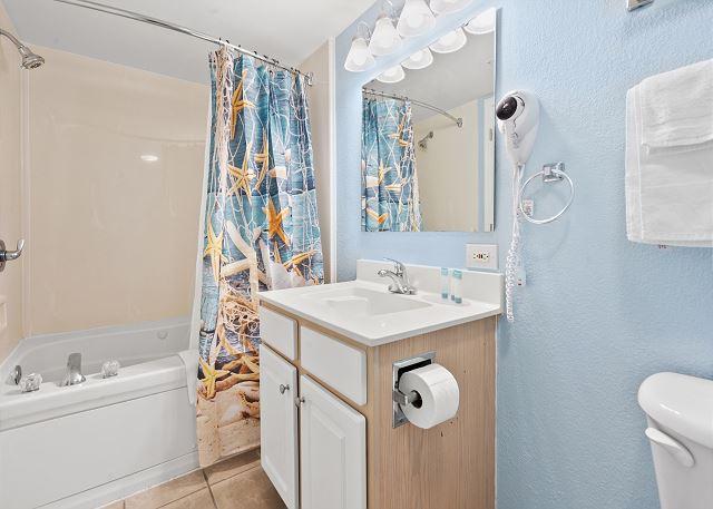 Bathroom at Baywatch 1907