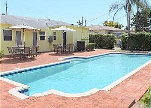 Tropical Breeze Hollywood Duplex 6/6 for 16 Pool