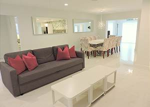 Modern Retreat 5/4 for 12 Guests ALL NEW Near Beaches 210