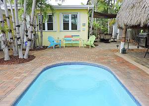 Tiki Getaway 3/2 for 8 Heated Pool & Near Beach