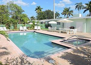 Casa Santa Barbara 5/3 for 14 HEATED POOL 7 MINS TO BEACH