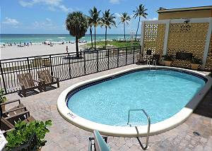Oceanfront Getaway 1/1 for 4 Guests Heated Pool